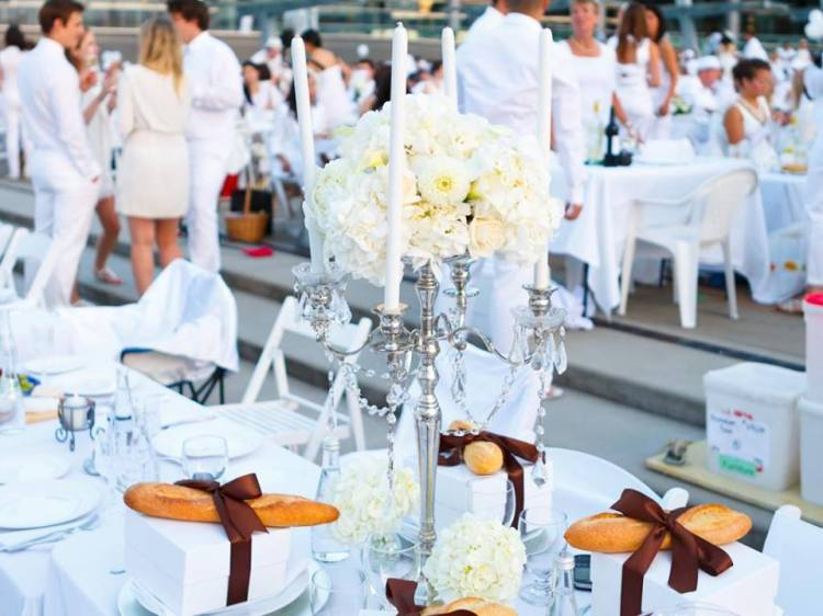 Allestimento cena in bianco a Monza 11