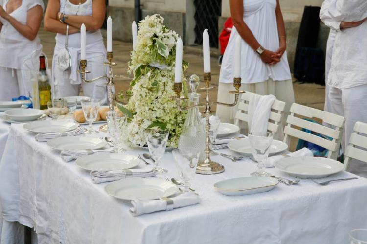 Allestimento cena in bianco a Monza 12